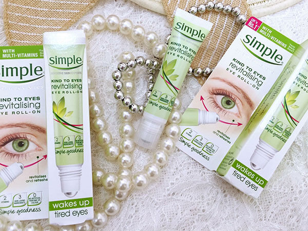 Lăn dưỡng mắt Simple Kind To Eyes Revitalising Eye Roll On (15ml)